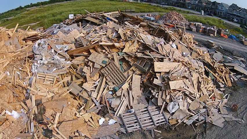 Вывоз строительного мусора регулируется 89 ФЗ