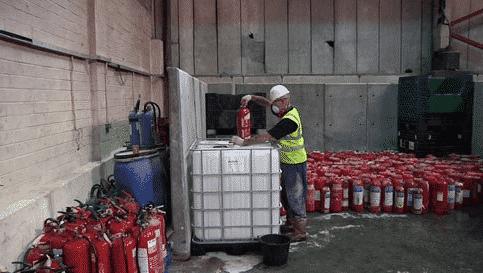 Утилизацию огнетушителей лучше доверить профессионалам