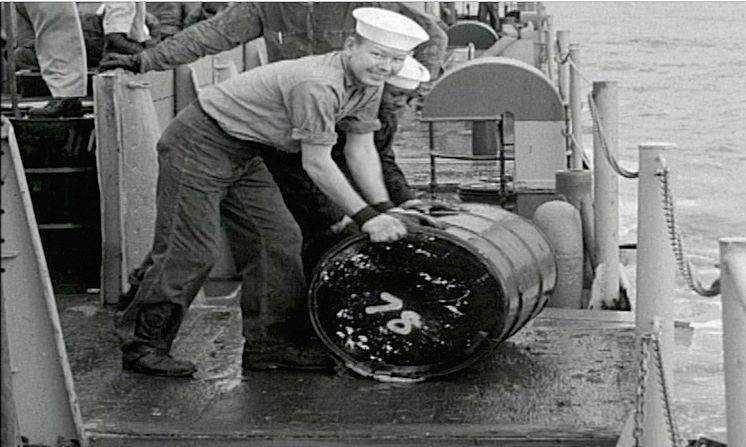 Сброс радиоактивных отходов в море
