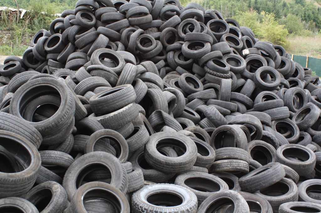 За год один завод перерабатывает в резиновую крошку тонны старых шин