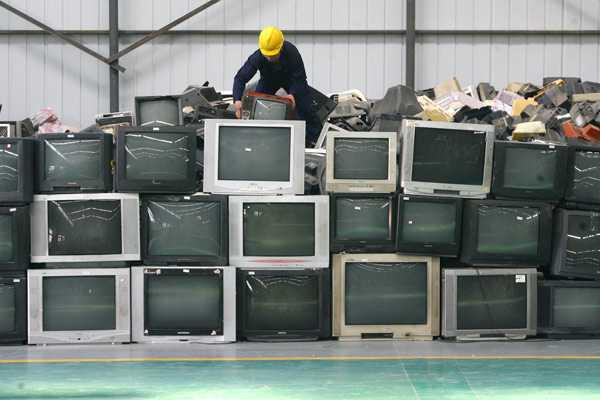 Сломанный телевизор можно сдать в мастерскую на запчасти
