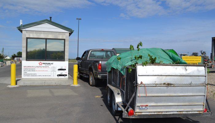 Вывоз отходов: самостоятельно вывести мусор или заказать услуги организаций?