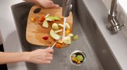 Измельчитель отходов в раковину на кухне: выбор диспоузера