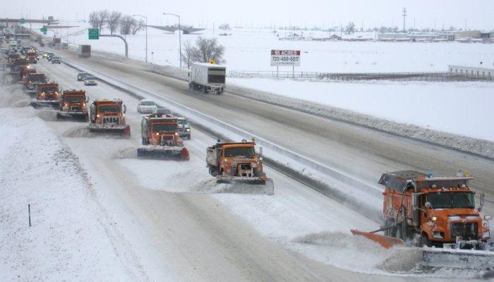 Очистка дорог от снега: улиц, дворов, загородом